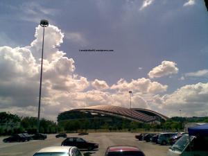 Panas terik menyinari Stadium Shah Alam